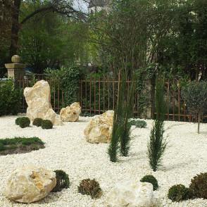 Gartenideen - Kiesbett mit Natursteinen und Pflanzen