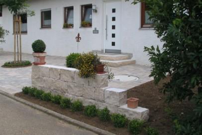 ideen natursteine im hauseingang werner natursteine. Black Bedroom Furniture Sets. Home Design Ideas
