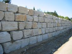 Mauersteine aus Jura-Kalk