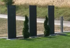 Schieferplatten kombiniert mit Pflanzen