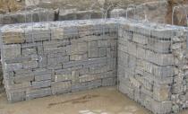 Gabionen mit Muschelkalk Mauersteinen