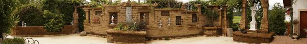 Gartenanlage aus Tuff Mauersteinen