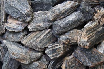 Ziersplitt Woodstone grau Gneis