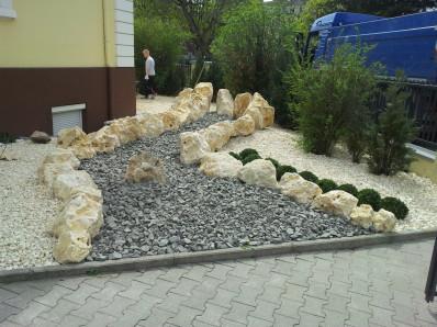 Hauseingang mit Ziersplitten