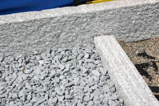 Granit Leistensteine gespitzt