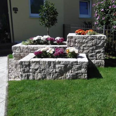 Hochbeet mit Dolomit Systemmauerwerk